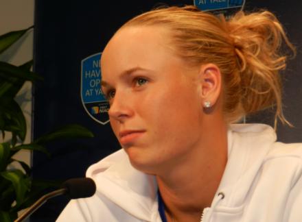 Теннисистка Возняцки назвала неуважением кспортсменам возвращение Шараповой накорт