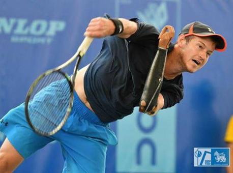 Однорукий теннисист всухую одержал победу матч напрофессиональном турнире