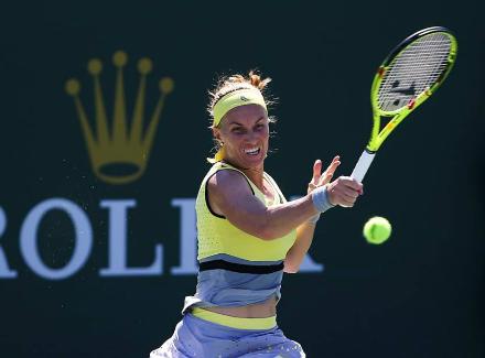 Павлюченкова одолела Цибулкову в 4-м раунде теннисного турнира вИндиан-Уэллсе