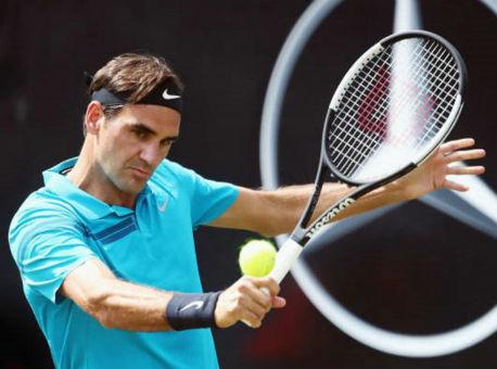 Федерер вышел вполуфинал турнира вШтутгарте, обыграв Пелью