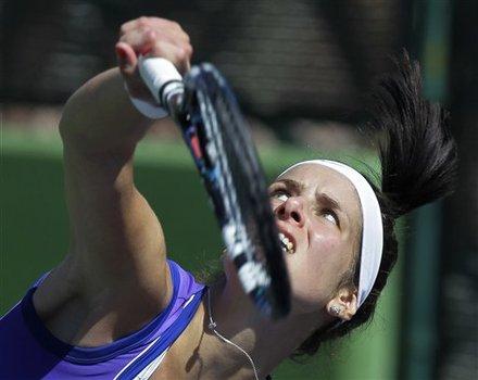 В горло теннисистку онлайн