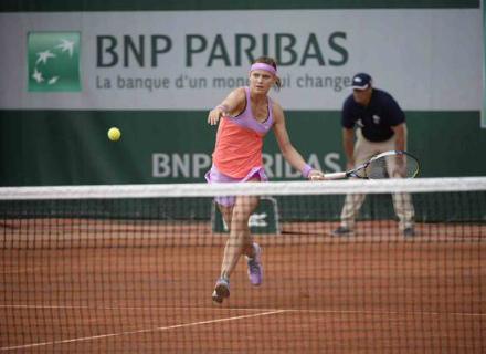 Чешская теннисистка Люси Шафаржова успешно преодолела барьер третьего кр