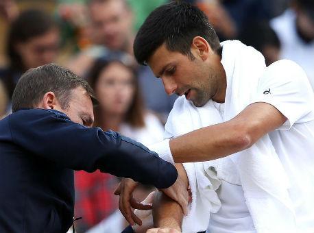 Джокович снялся свыставочного турнира вАбу-Даби из-за травмы