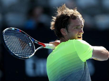 Русский  теннисист Медведев одержал победу  турнир вСиднее