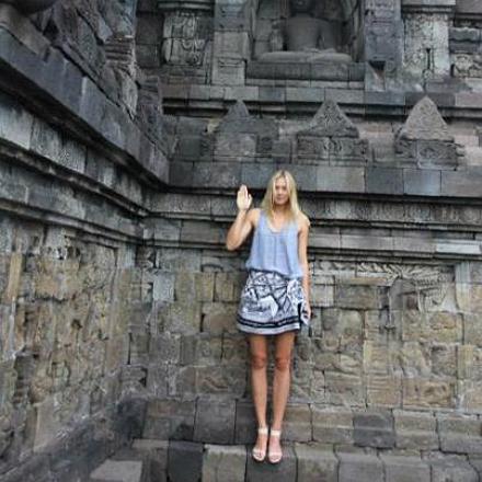598352 10151100006607680 976324295 n.jpg Мария Шарапова посетила храмовый комплекс Боробудур в Индонезии