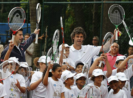 2012 11 16t185123z 615400191 gm1e8bh07w001 rtrmadp 3 tennis.jpg Новак Джокович и Густаво Куэртен открыли новый теннисный корт в Рио де Жанейро