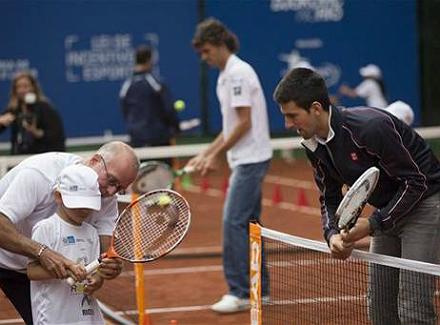 201211161259467619479 p2.jpg Новак Джокович и Густаво Куэртен открыли новый теннисный корт в Рио де Жанейро