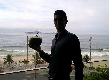 a70qopwcuai9wqj.jpg Новак Джокович: Всем привет из Бразилии!
