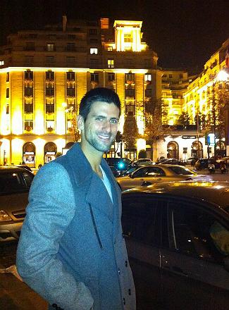 a6annbfcuaaanxf.jpg Новак Джокович: Всем привет из Парижа!