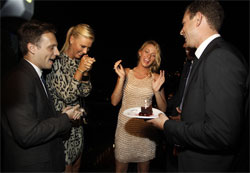 Ariel Foxman and Maria Sharapova congratulate Actress Blake Lively with a22nd birthday. Фото: Getty Images